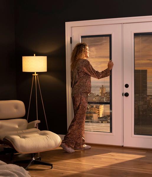 RLB3_IntApp_20_Bedroom_LeftBlindRaised_02